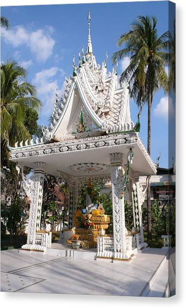 Shrine At Wat Inpeng Canvas Print by Gregory Smith