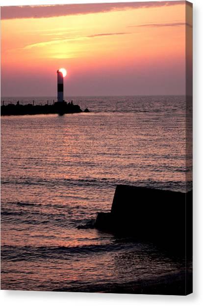 Sunset On Lake Erie Canvas Print