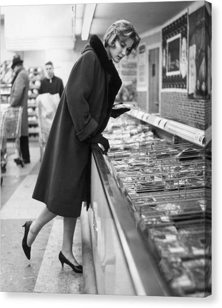 Supermarket Shopper Canvas Print by Hill Photographers/Archive Photos