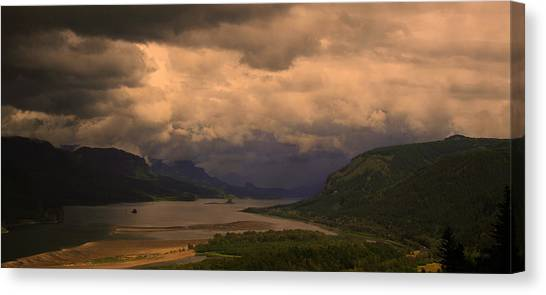 The Columbia River  Looking Up Stream Canvas Print