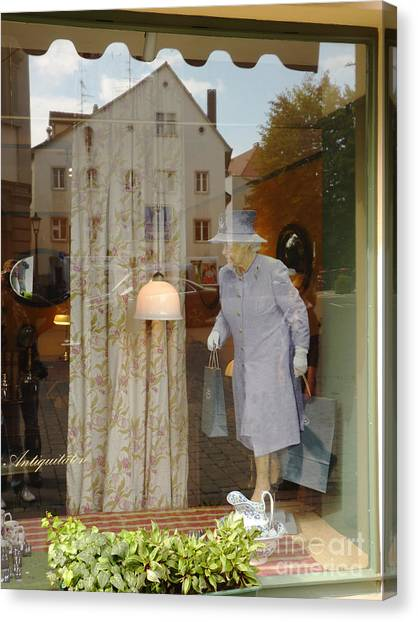The Queen In A Showcase Canvas Print