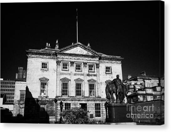 The Royal Bank Of Scotland Edinburgh Scotland Uk United Kingdom Canvas Print by Joe Fox