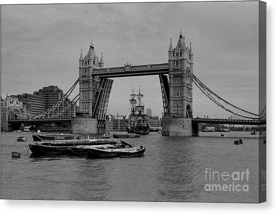 Tower Bridge And The Endeavor Canvas Print by Aldo Cervato