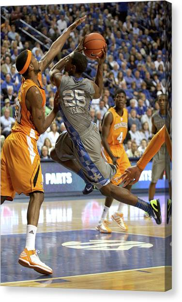 University Of Kentucky Canvas Print - Uk V Ut - 8 by Mark Boxley