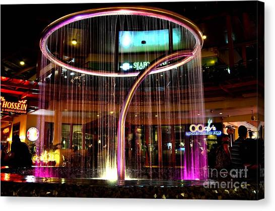 Water Fountain With Circle Seven Shape Canvas Print