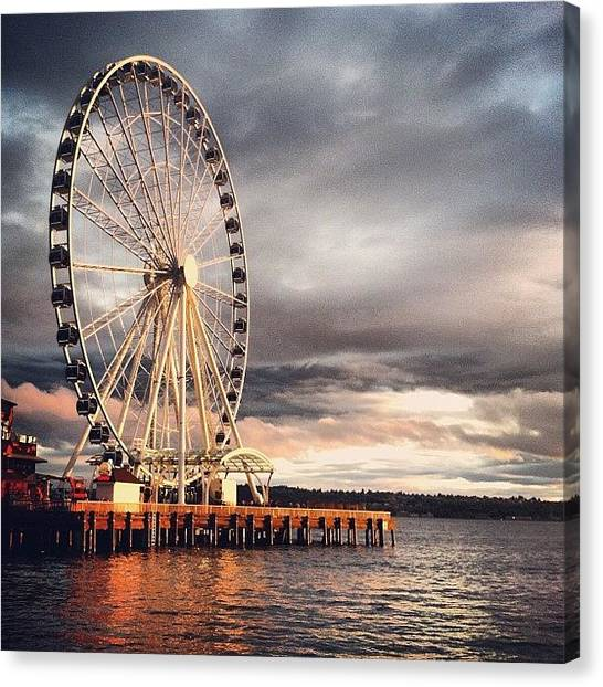 Seattle Canvas Print - 🎡 by Thais Marchese