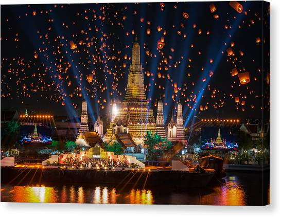 Wat Arun Temple Canvas Print