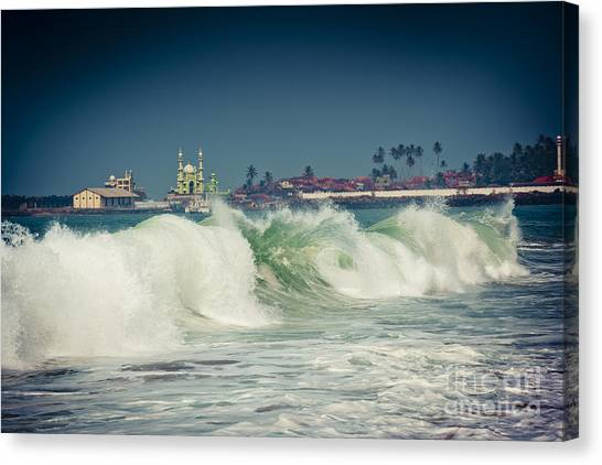 Big Wave On The Coast Of The Indian Ocean Kerala India Canvas Print