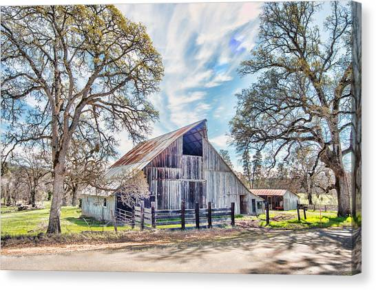 Canvas Print featuring the photograph Mccourtney Barn by William Havle