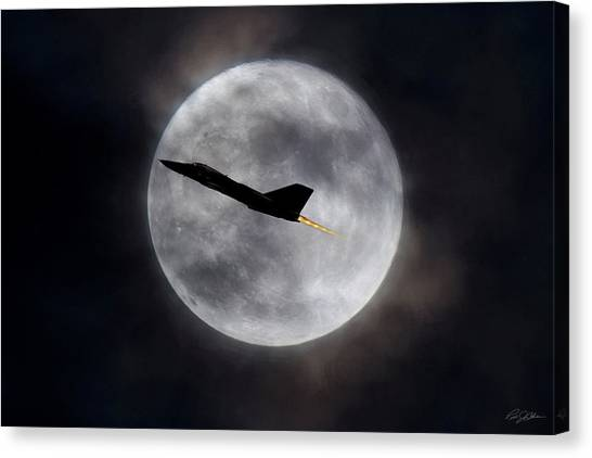 Linebackers Canvas Print - Moondance by Peter Chilelli