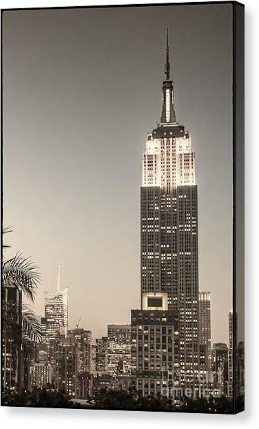 Canvas Print featuring the photograph New York Empire State Building by Juergen Held