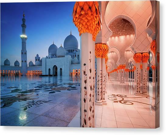 Night View At Sheikh Zayed Grand Mosque, Abu Dhabi, United Arab Emirates Canvas Print