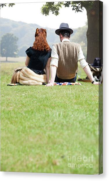 1940s Couple Sitting In The Sunshine Canvas Print