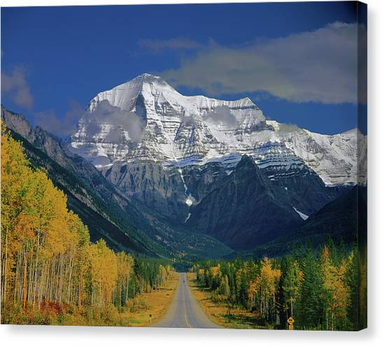 1m2441-h Mt. Robson And Yellowhead Highway H Canvas Print