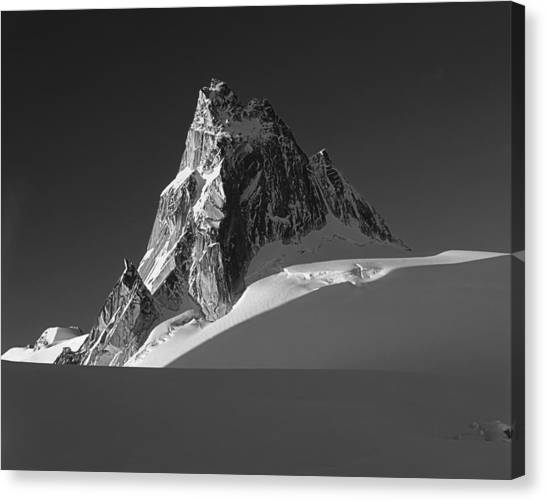 1m2716-bw Sunrise On Pigeon Spire Canvas Print