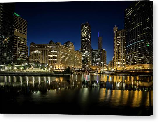 Chicago River And Skyline At Dawn Canvas Print