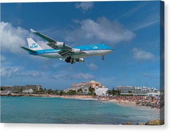 K L M Landing At St. Maarten Canvas Print