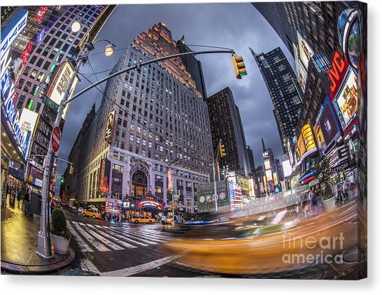 Canvas Print featuring the photograph New York by Juergen Held