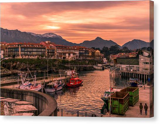 Canvas Print - A Lot To See And Do by Ric Schafer