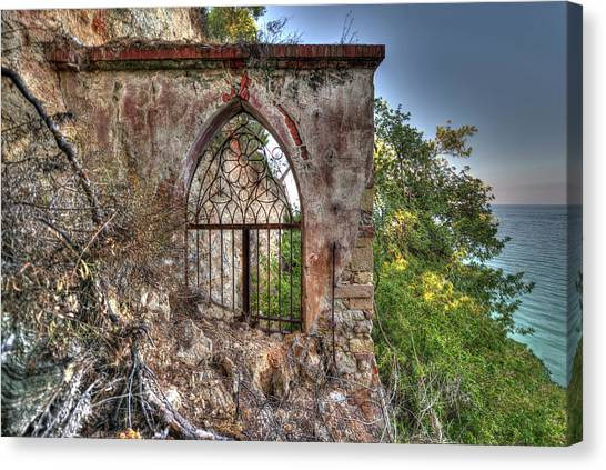 Abandoned Places Iron Gate Over The Sea - Cancellata Sul Mare Canvas Print