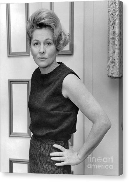 Actress, Joan Fontaine, Poses For The Ny Post. 1962 Canvas Print by William Jacobellis