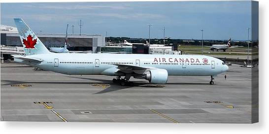 Air Canada Boeing 777-300er Canvas Print