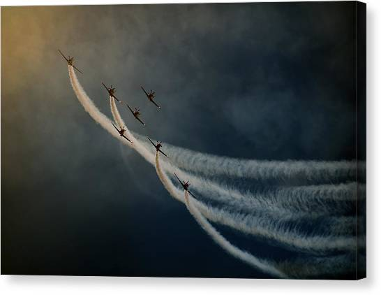 Air Show. Canvas Print by Antonio Grambone