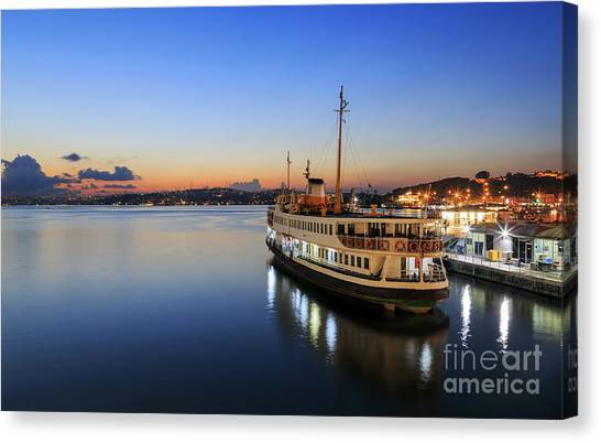 Sunrise Of Istanbul,turkey. Canvas Print
