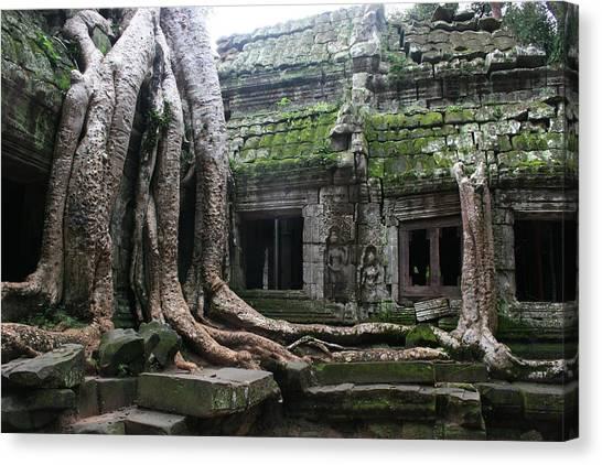 Angkor Wat Canvas Print by Linda Russell