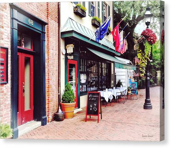 Annapolis Md - Restaurant On State Circle Canvas Print by Susan Savad