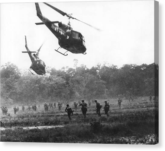 Vietnam War Canvas Print - Army Airborne In Vietnam by Underwood Archives