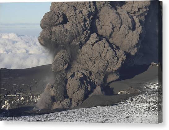 Eyjafjallajokull Canvas Print - Ash Cloud Eruption On Eyjafjatlajökull by Richard Roscoe