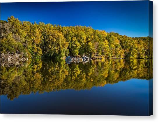 Autumn On The Potomac Canvas Print by Robert Davis