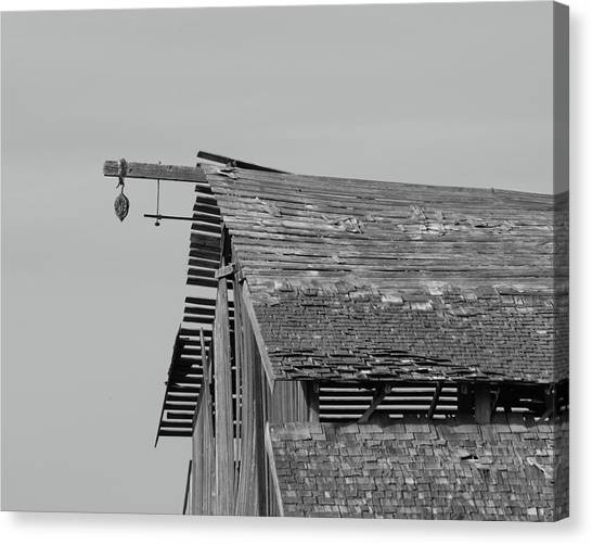 Barn Tracy Ca Canvas Print by Troy Montemayor