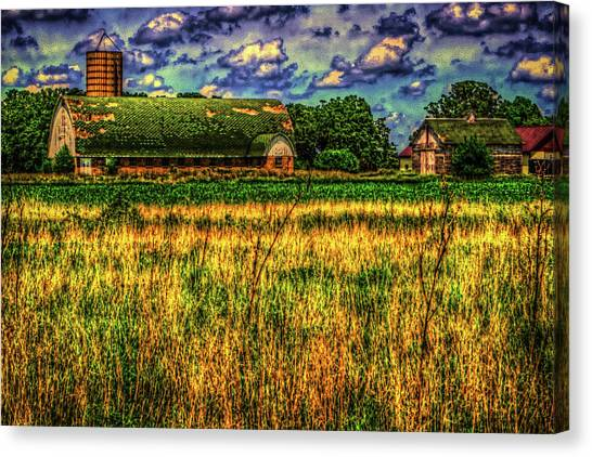 Illinois Canvas Print - Barn With Green Roof by Roger Passman