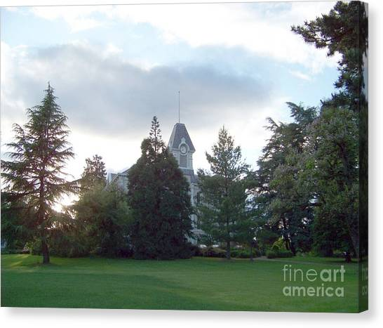 Benton Hall At Oregon State Canvas Print
