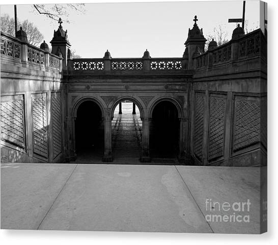 Bethesda Terrace In Central Park - Bw Canvas Print