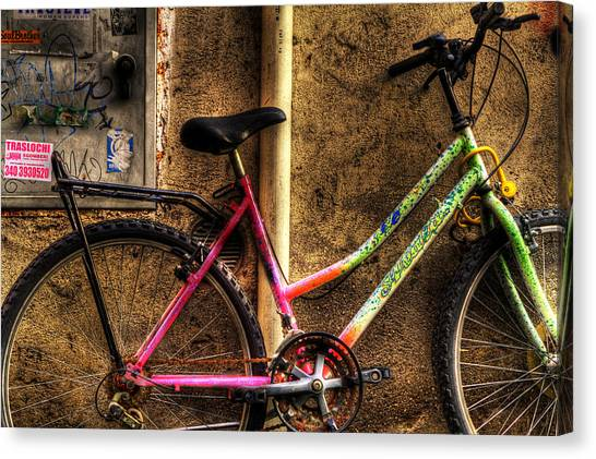 Bicycle In Trastevere Canvas Print by Brian Thomson