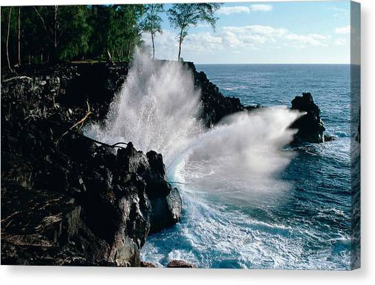 Big Island Waves Canvas Print by Gary Cloud