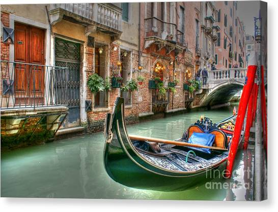 Black Gondola Canvas Print