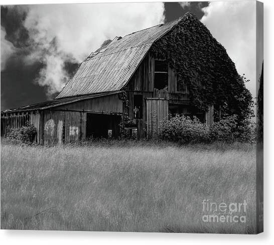 Black White Barn Canvas Print