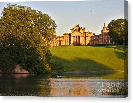 Blenheim Palace And Lake Canvas Print