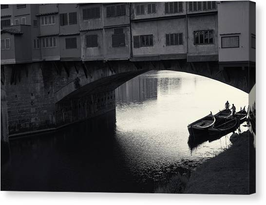 Boatmen And Ponte Vecchio, Florence, Italy Canvas Print