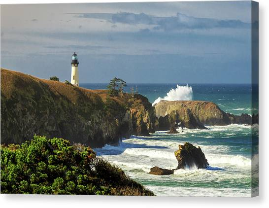 Breaking Waves At Yaquina Head Lighthouse Canvas Print