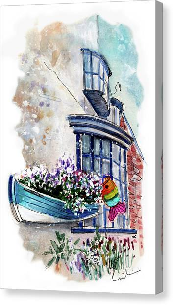 Broadies By The Sea In Staithes Canvas Print