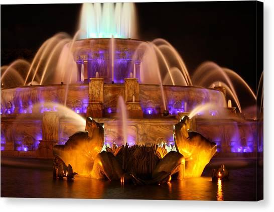 Buckingham Fountain At Night Canvas Print