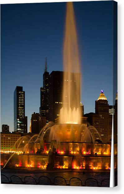 Night Time At Buckingham Fountain Canvas Print