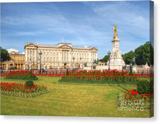 Buckingham Palace And Garden Canvas Print