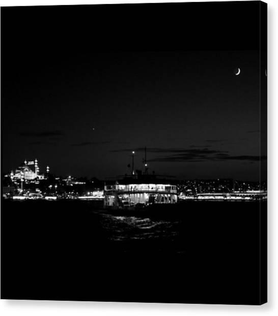 Turkish Canvas Print - Bugün Hayatın Rengi Buydu #ifsak by Ozan Goren