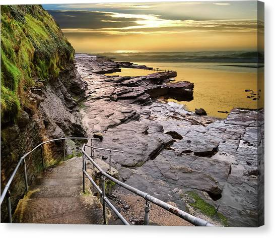 Bundoran West End Rock Swimming Pool In Golden Light Canvas Print
